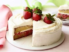 """Recipe of the Day: Strawberry Shortcake Cake Ree's cake showcases summer's bounty in one beautiful centerpiece. Layer the dense sponge cake with fresh, sweet strawberries in the middle, and cover it in a buttery cream cheese icing."""