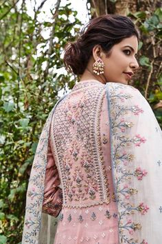 Anita Dongre Elegant Indian salwar kemeez Click VISIT link for more info Pakistani Dress Design, Pakistani Outfits, Indian Outfits, Embroidery Suits Design, Embroidery Fashion, Hand Embroidery, Dress Indian Style, Indian Dresses, Indian Designer Suits