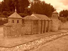 Olmedo, Valladolid. Parque Temático del Mudéjar, un nuevo espacio de ocio en el que se encuentran 21 réplicas arquitectónicas a escala, en el que podemos hacer un recorrido por el mudéjar castellano y leonés. San Miguel (Olmedo-Valladolid).<> Pulse en la fotografía para ver #casas_en_Valladolid.