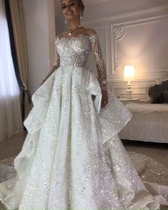 Happy bride Anna and her wedding gown by .- Happy bride Anna and her wedding gown by . Second Hand Wedding Dresses, Princess Wedding Dresses, Modest Wedding Dresses, Bridal Dresses, Wedding Gowns, Prom Dresses, Crystal Wedding Dresses, Wedding Bride, Happy Bride