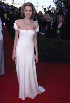 Pin for Later: 52 Raisons de Célébrer L'évolution Stylistique d'Angelina Jolie 1999