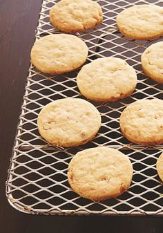 Five-ingredient, melt-in-your-mouth sandies? Instant Christmas classic!