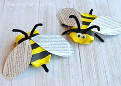 This awesome recycled bee craft is a cute insect craft, Earth Day Craft, fun spring kids craft, cool recycled kids craft and cardboard roll craft for kids. Zoo Activities Preschool, Art Activities For Kids, Preschool Crafts, Art For Kids, Therapy Activities, Learning Activities, Insect Crafts, Bee Crafts, Recycled Crafts Kids