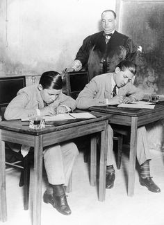 Juan de Borbón (left) Head of the Spanish royal family in exile taking an exam in 1928 Known as the Infante Juan, Count of Barcelona, Juan de Borbón was the son of the deposed King Alfonso. Spain History, World History, Funny Images, Funny Pictures, Spanish Royal Family, Don Juan, All In One App, Old Paintings, Frases