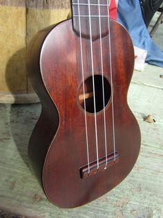 Lovely 1920s/Martin ukulele in rosewood.
