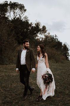 Cozy + bohemian wedding fashion inspiration | Image by Alejandra Loaiza