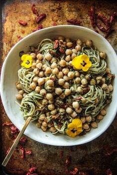 Sundried Tomato Basil Pesto Pasta with Garlicky Garbanzo Beans (Vegan and Gluten-free) - Heather Christo Basil Pesto Pasta, Sundried Tomato Pasta, Tomato Basil, Garbanzo Bean Recipes, Raw Food Recipes, Delicious Recipes, Easy Recipes, Vegetarian Recipes, Food Allergies