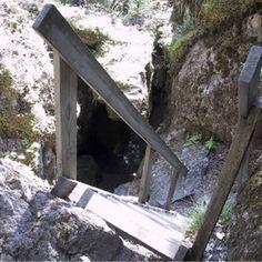 Storrisbergsgrottornas naturreservat med Tjuv-Antes Grotta