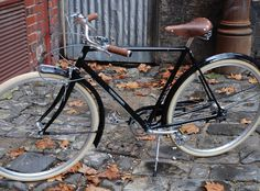 Papillionaire specialises in a range of premium vintage, cruiser and city bike. Customise your bike online. Retro Bicycle, New Bicycle, Vintage Cycles, Vintage Bikes, Push Bikes, Urban Bike, Bikes For Sale, Touring Bike, Old Bikes