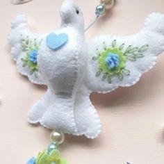 Pin on Dove ornaments Quilted Christmas Ornaments, Baby Hair Accessories, Felt Birds, Felt Fabric, 12 Days Of Christmas, Felt Toys, Felt Animals, Stuffed Toys Patterns, Free Crochet