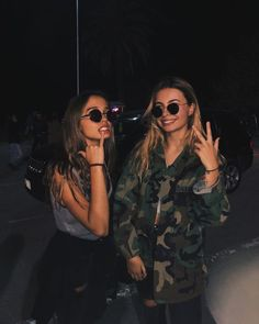 Image in best friends collection by Soraya on We Heart It Best Friends Shoot, Best Friend Poses, Cute Friends, Cute Friend Pictures, Friend Photos, Best Friends Aesthetic, Best Friend Photography, Best Friends Forever, Photo Instagram