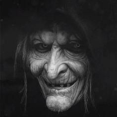 Happy Halloween Gif, Halloween Raven, Halloween Cartoons, Creepy Eyes, Scary Clowns, Creepy Vintage, Vintage Witch, Witch Photos, Kodak Photos