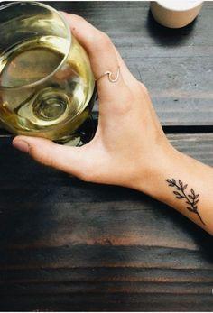 Minimales Tattoo – Tätowierungen – Tattoos - flower tattoos designs Tatouages de tatouage minimal tatouages And Body Art Mini Tattoos, Little Tattoos, Body Art Tattoos, Sleeve Tattoos, Tatoos, Hot Tattoos, Symbol Tattoos, Diy Tattoo, Get A Tattoo