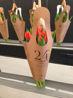 This flower packaging takes the trouble out of having to hold them by their stems! We love the handle design here and the fact that the flower shoppe's name is clearly displayed on the packaging (with contact info). #RetailPackaging