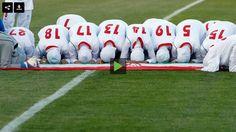 """Een lange Franse traditie veroorzaakt een rel in Nice nadat de burgemeester van de stad gedreigd had subsidies in te trekken aan voetbalclubs die zich niet houden aan het """"Secularisme Handvest"""". (N…"""