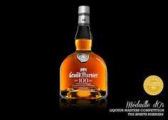 La liqueur GRAND MARNIER® est un triple sec, un savant mélange fait à partir de différents cognacs, distillés avec des essences d'orange.