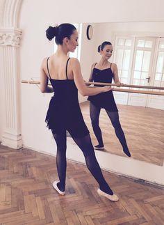 Duminica ne relaxam cum putem mai bine. Urmeaza-ti visele si pasiunile, si fa intotdeuna ceea ce te face fericit! #Sunday #ballet #soutenu
