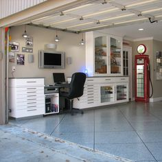 Small Bonus Room renovation Indoor Ideas, Garage Man Cave Ideas, Man Cave Decor, Rustic Man Cave Ideas www. Garage House, Man Cave Garage, Garage Doors, Car Garage, Garage Office, Garage Game Rooms, Garage Paint, Dream Garage, Garage Renovation