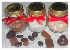 Christmas Place Cards, Diy Christmas Gifts, Homemade Cakes, Homemade Gifts, Infused Sugar, Diy Presents, Mason Jar Wine Glass, Jar Gifts, Diy Cleaning Products