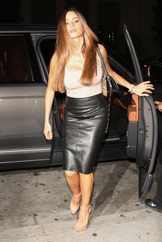 Colombian actress Sofia Vergara wearing a tight black leather pencil skirt: Sofia Vergara, High Leather Boots, Black Faux Leather, Leather Heels, High Boots, Michelle Rodriguez, Black Leather Pencil Skirt, Victoria Fashion, Leather Fashion