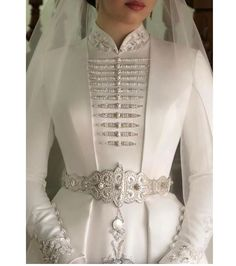 Hijab Styles 595108538243699164 - weddingdress Source by maisonjuliejm Muslimah Wedding Dress, Hijab Wedding Dresses, Wedding Dress Necklines, Necklines For Dresses, Wedding Robe, Wedding Gowns, Elegant Dresses, Beautiful Dresses, Formal Dresses