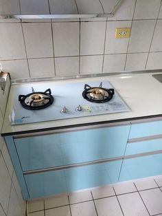白色珍珠板檯面搭配藍色美耐門廚具+電器櫃 E020 ukikit.com