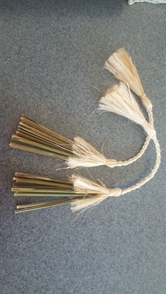 Flax Weaving, Hand Weaving, Cultural Crafts, Cloak, Olsen, Knits, Diy And Crafts, Hair Accessories, Culture