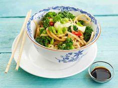 Kolmen kaalin vokki My Cookbook, Chili, Spaghetti, Good Food, Veggies, Vegan, Ethnic Recipes, Vegetable Recipes, Chile