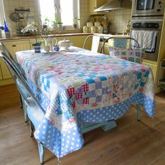 Mias Landliv: The thrifty quilt, nice patchwork from vintage sheet, shirts and old clothing. Love the colors, just right for spring.