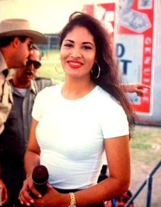 20 New facts about Selena Quintanilla via 'Siempre Selena' Selena Quintanilla Perez, Corpus Christi, Divas, Jackson, Beautiful People, Beautiful Women, Beautiful Things, Aaliyah, Role Models