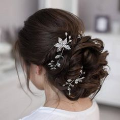 Tonya Pushkareva Long Wedding Hairstyle for Bridal via tonyastylist / http://www.himisspuff.com/long-wedding-hairstyle-ideas-from-tonya-pushkareva/11/