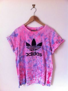 Shirt: adidas grey tie dye t- blouse graphic tee fashion addict teenagers tie… - My Brand New Outfit Summer Outfits, Casual Outfits, Cute Outfits, Looks Adidas, Look 2015, Vetement Fashion, Cooler Look, Athletic Outfits, Mode Inspiration