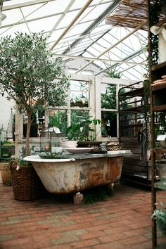Cute greenhouse that get's a nice dreamy vintage/shabby chic touch through the old bathtub and the wooden windows that also function to divide the otherwise giant, uncozy space. Could totally get done in a big living room, open kitchen or open plan apartment/loft too... | found via the gorgeous @moontomoon