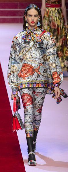 Dolce & Gabbana Spring-summer 2018 - Ready-to-Wear Colorful Fashion, Unique Fashion, Fashion Art, Fashion Models, Fashion Show, Fashion Outfits, Fashion Design, Fashion Trends, Blue Fur Coat
