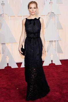Favourite looks: Sienna Miller in Oscar de la Renta - Academy Awards: Oscars 2015 red carpet gallery Estilo Sienna Miller, Glamour, Robes D'oscar, Vestidos Oscar, Oscar Fashion, Fashion 2015, Couture Fashion, Dress Fashion, Oscar Dresses