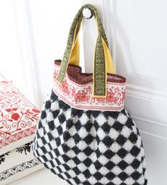 tas... DIY inspiratie Steamer Trunk, Pouch, Wallet, Beautiful Bags, Textile Design, Tote Bags, Leather Bag, Stitches, Handbags