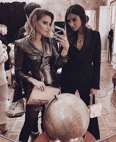 Pin by lisa marie on besties Sister Pictures, Friend Pictures, Bff Goals, Best Friend Goals, Club Outfits, Combi Jean, Tumblr Ocean, Style Finder, Soul Sisters