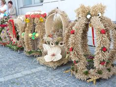 dozynkowe dekoracje posesji - Szukaj w Google Folklore, Poland, Christmas Wreaths, Weaving, Holiday Decor, Fall, Google, Home Decor, Christmas Swags