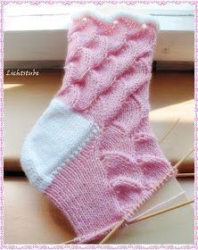 Secret Shell www.de/ Wolle von Supergarne 60 Gesamtmaschen N… – Design Chrochet, Knit Crochet, Knitting Socks, Knitted Hats, Slipper Socks, Crochet Slippers, Christmas Stockings, Knitting Patterns, Shells