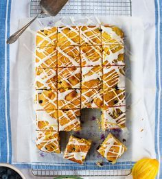 Blueberry and lemon cake squares is part of Tray bake recipes Donal Skehan's blueberry and lemon squares are full of fresh, sweet, vibrant flavours but the best thing about this traybake recipe is - Tray Bake Recipes, Cake Recipes, Cooking Recipes, Cooking Games, Traybake Cake, Lemon Traybake, Köstliche Desserts, Food Cakes, Tray Bakes