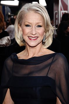 Ideas Style Icons Women Aging Gracefully Helen Mirren For 2019 Helen Mirren Age, Mode Ab 50, Dame Helen, Celebrity Hair Colors, Look Plus, Ageless Beauty, Aging Gracefully, Celebrity Hairstyles, Short Hairstyles