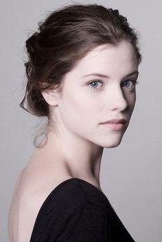 Jessica De Gouw- Helena Bertinelli