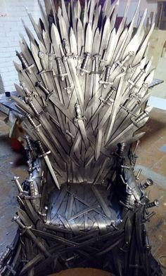 Game of thrones Великолепный бутафорский трон из сериала Игры Престолов.  Трон состоит из двух сотен деревянных мечей и каркаса, который  делится на две части, для лучшей транспортировки