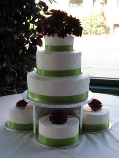 RoundQuilted Buttercream Wedding Cake w/ satellite cakes