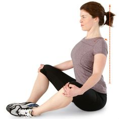 Exercice d étirement : étirement bilatéral des ischiojambiers au mur - 10 exercices qui soignent