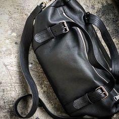 Travel bag leather black