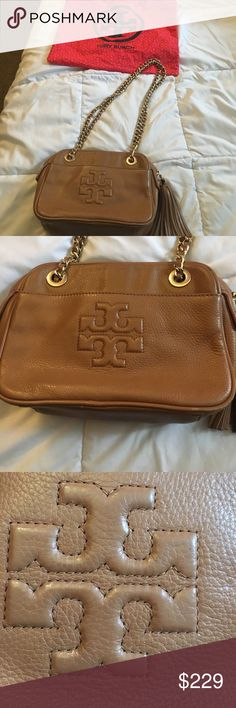 Trendy Tory Burch Gold Chain Champagne Color Bag💜 Great Tory Burch Bag! In great shape. Creasing from storage nothing major! Perfect color to add to your beautiful wardrobe! Goes with just about anything! Perfect with jeans and tee or any other great outfit! Super cute gold chain adds class and style! Absolutist gorgeous bag! 💞💞💞 Tory Burch Bags Shoulder Bags