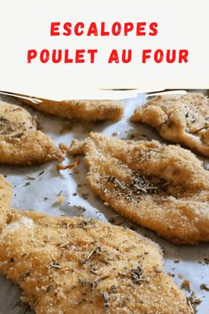 Avec le tour de la marinade du poulet dans le lait et du double papier à cuire pour la cuisson, les escalopes de poulet au four sont délicieuses !