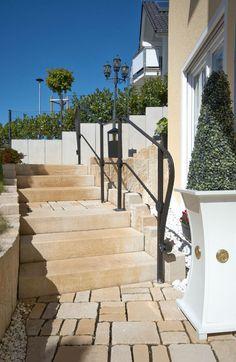 La Tierra®-Stufen - Kleiner Preis, großer Auftritt. Für komplette Gestaltungsideen aus einem Guss gibt es als Ergänzung für die La Tierra-Pflastersteine und die La Tierra-Palisaden auch Stufen im passenden Look. So können auch Treppen ganz einfach aus dem System erstellt werden.