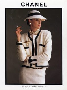 Ines de la Fressange was the face of Chanel for most of the She was featured in countless ads, and she escorted Karl Lagerfeld down t. Chanel Couture, Fashion History, 90s Fashion, Vintage Fashion, Fashion Outfits, Womens Fashion, Fashion Tips, Estilo Coco Chanel, Coco Chanel Style